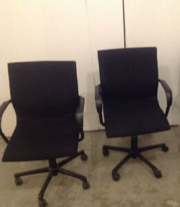 CASTERED OFFICE CHAIRS