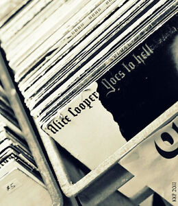 WOW! 1000's! of USED VINTAGE RECORDS! A few Turntables as well! London Ontario image 4