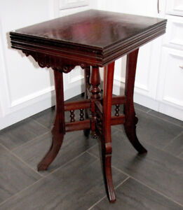 Table  Antique d'appoint d'entré ou chevet Victorian Side Table