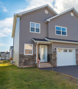 Modern Executive Townhouse in Dieppe with garage!