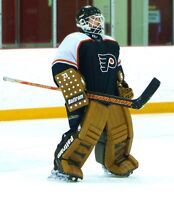 Goalie looking for League