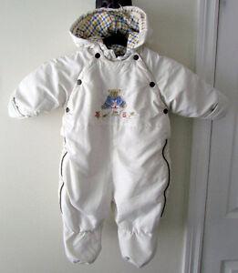 Habit de neige pour bébé (unisexe), grandeur 6-9 mois.
