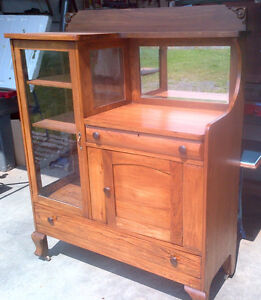 ANTIQUE BREAKFRONT SIDEBOARD Cornwall Ontario image 1