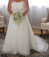WEDDING DRESS FOR SALE - SIZE 18