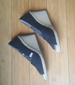 New Toms wedges