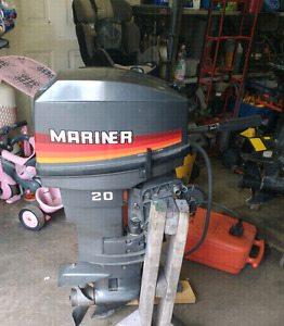 Hors bord Mariner 20hp pied court