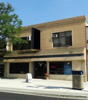 BUILDING INCL TURNKEY RESTAURANT & TWO APARTMENT SUITES