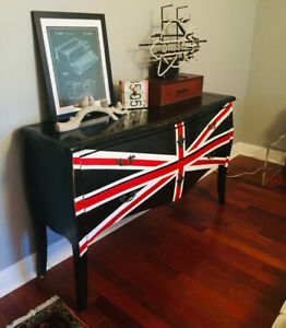 COMMODE LARGE MAISON CORBEIL BOIS UNION JACK 1800$