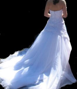 "GORGEOUS ""JUSTIN MARTIN"" WEDDING GOWN FOR SALE"