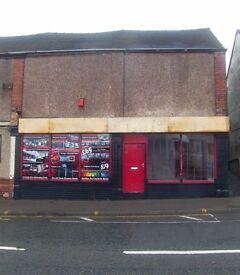 ### TAKEAWAY/PIZZA SHOP TO LET ,SHOP COMES A3/A5 HOT FOOD LICENSE, IDEAL FOR PIZZA,ONLY £495 A MONTH