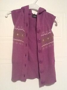Size 3-4 Mexx hooded vest