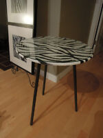 ZEBRA side table with glass top