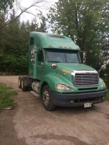Selling my 2006 clean Freightliner Columbia