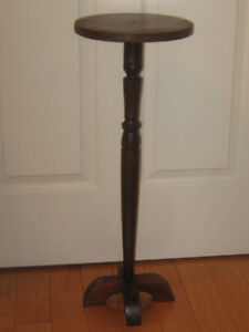 ELEGANT OLD VINTAGE PEDESTAL-STYLE THREE-FOOTED FERN STAND