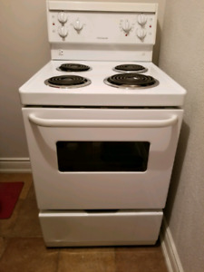 24 inch frigidaire stove - like new