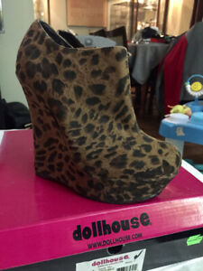 Dollhouse Size 7 Great Condition !