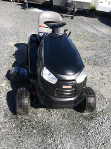Gros Tracteur 24 hp BriggStratton 2 cylindres 42 pouce