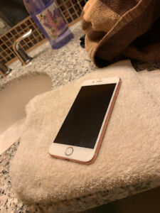 iPhone 6S 32 GB Rose Gold + case is included