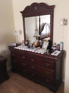 BEDROOM SET - IMPECCABLE CONDITION/LIKE NEW