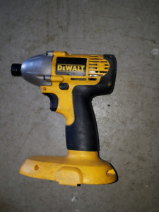 Drill perceuse impact dewalt 18V defectueuse