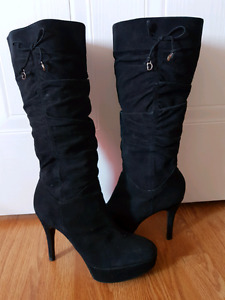 GUESS suede black boots