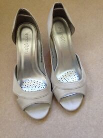 Evans 4eee extra wide silver shoes