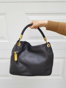 CLASSIC MICHAEL KORS COLLECTION HANDBAG!