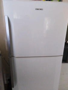 Hitachi 370Ltr Fridge Freezer