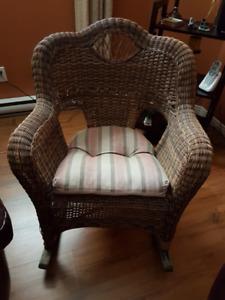 Chaise bercante en rotin
