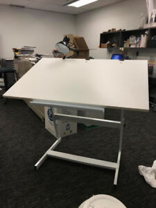 Standing desk / Drafting table with clamping desk light