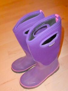 BOGS winter boots, youth size 2, very good condition
