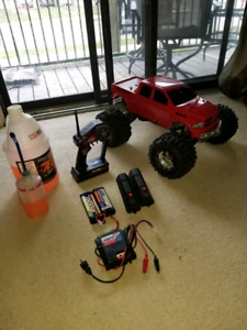 Rc traxxas t maxx 3.3  like new    for trade