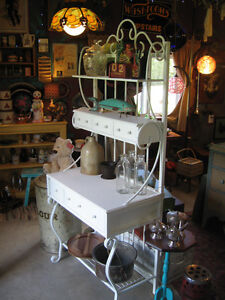 BAKERS RACK IN SOFT WHITE