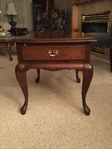 Beautiful queen Ann side table