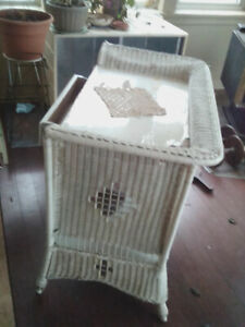 Classic WICKER STAND/TABLE/DESK.  Circa 1935 original MUSKOKA$50