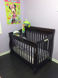 Shermag Baby Crib with conversion kit for toddler bed