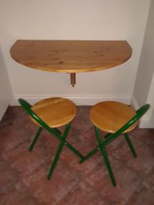 Petite table demi-lune, 2 petits bancs