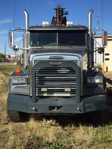 2005 Freightliner FLD120SD T/A With Elliot 1860 Boom Truck