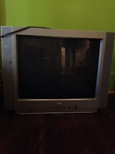 "27"" box tv  for sale in orillia  Kawartha Lakes Peterborough Area image 1"