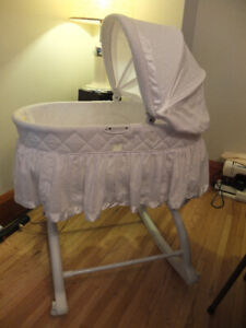 Bassinet (never used), perfect condition.