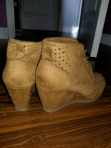 Sneakers and wedges (brand name)