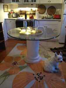 Round glass table with pedestal Peterborough Peterborough Area image 3