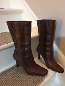 Gorgeous chestnut brown leather boots.  $20.00