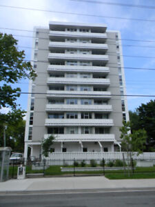 TOP FLOOR 1 Bedroom w/Dishwasher. May 1st. Across from DAL!!