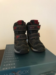 Geox waterproof winter boots size 11 in great condition