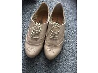 Brand news size 7 beige shoes