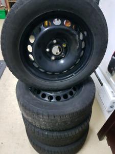 4 rims / jantes sur pneus hiver  205 55 r16