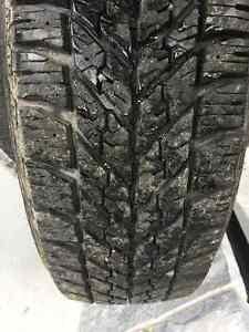 """4 Pneus hiver 235-65-r17 Et jantes 17""""/ 4 winter tires with rims"""