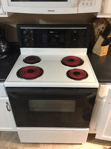 MOVING Must Sell.... Inglis Royal Stove / Oven