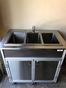 Stainless Steel Portable Sink - 3 Basin - Excellent Condition